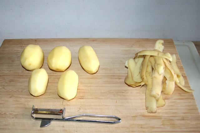 04 - Peel potatoes / Kartoffeln schälen