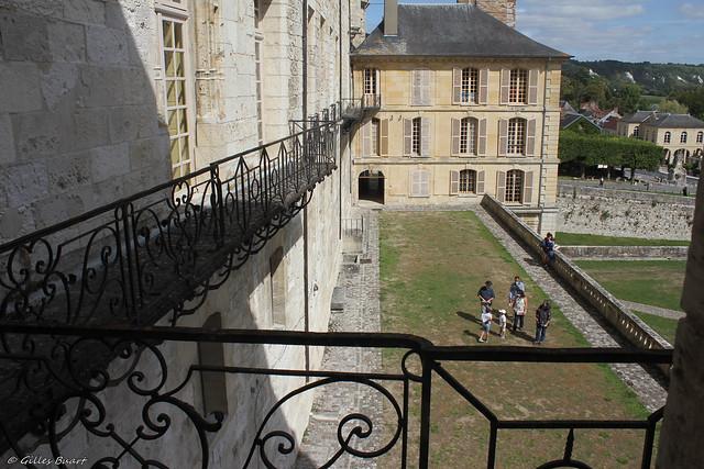 Terrasse sud et pavillon Fernand - Chateau de La Roche Guyon (95)