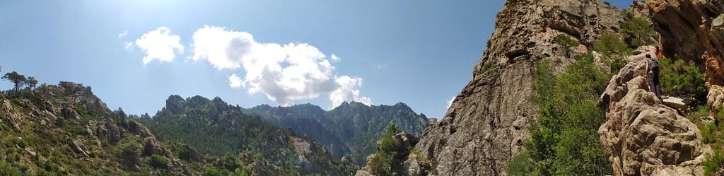 Panoramique sur la vire dans le couloir du Kyrie