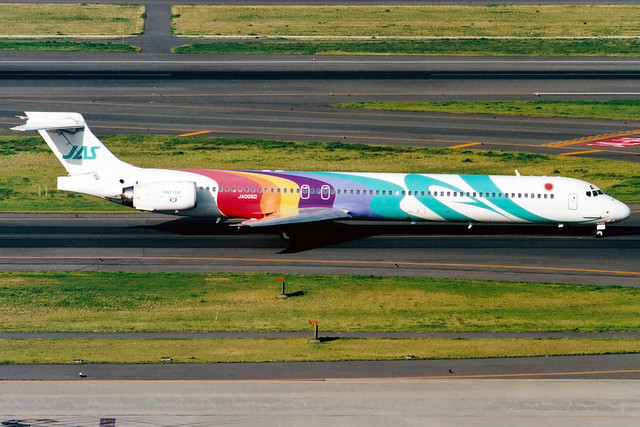 Japan Air System | McDonnell Douglas MD-90 | JA005D | Tokyo Haneda