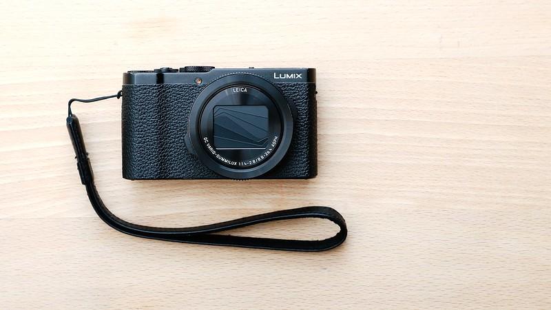 LUMIX LX9.