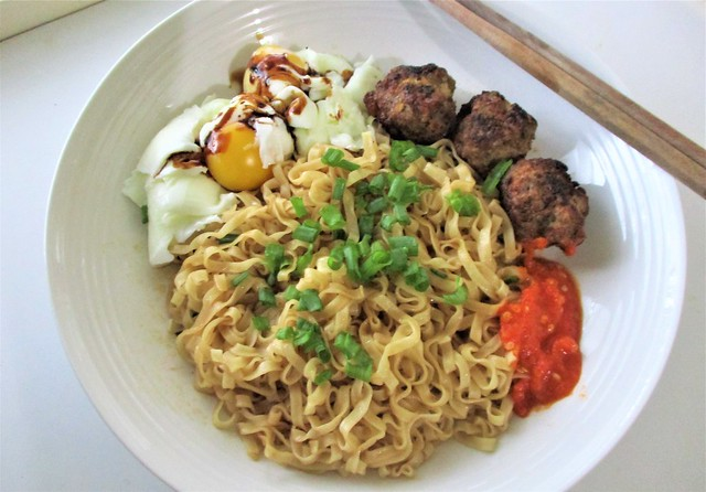 Myojo mee pok dry, cooked and served 1
