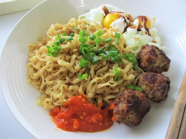 Myojo mee pok dry, cooked & served 2