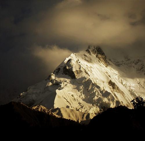 mountain sunset sunlight snow karakoram peak dusk clouds cloudy pakistan rakaposhi rocks mountains ice white