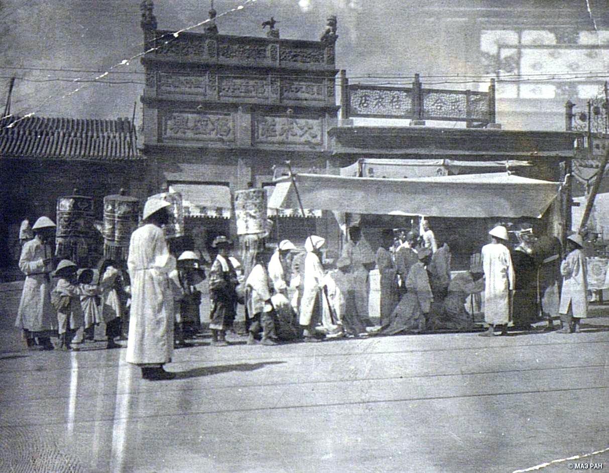 Похороны в Пекине. Сыновья покойного