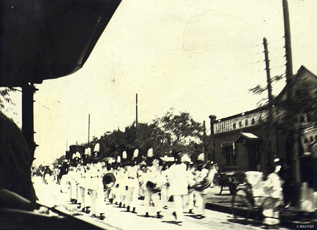 Похороны в Пекине. Музыканты