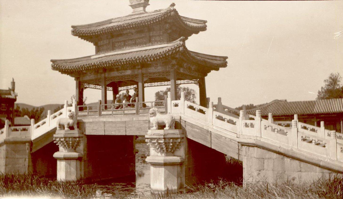 Мост в летнем дворце около Пекина