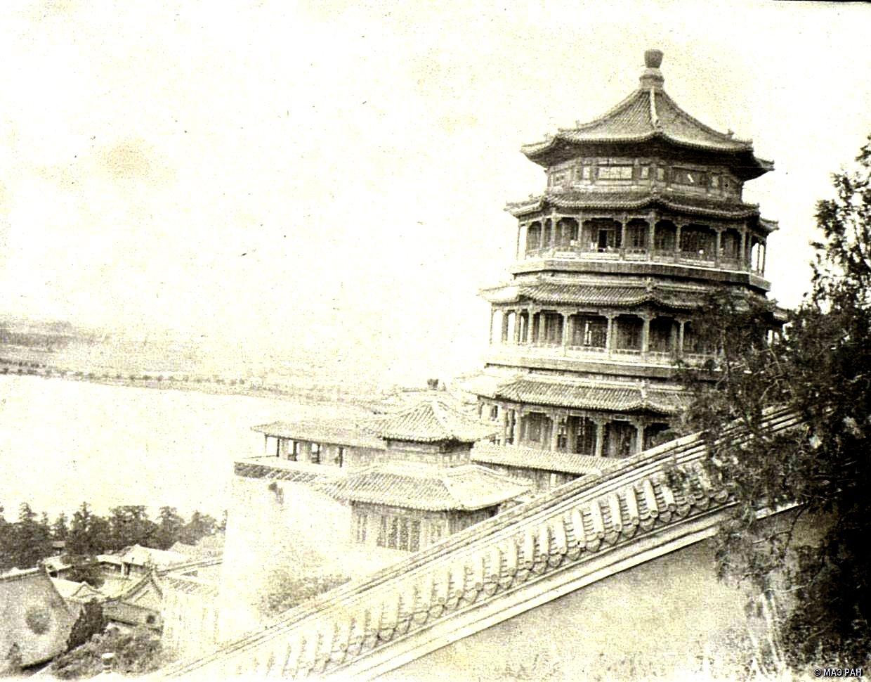Вид Летнего дворца в Пекине