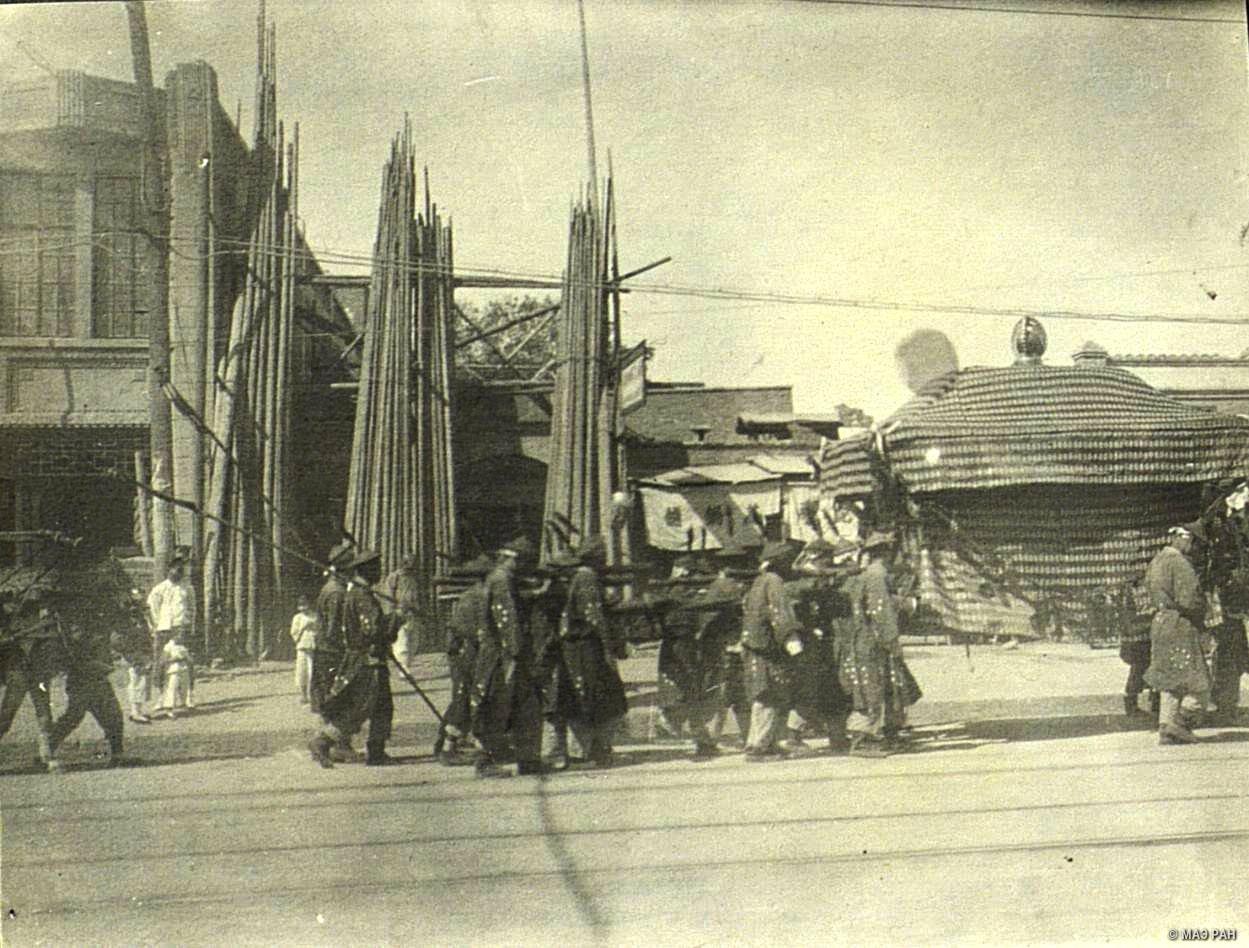 Похороны в Пекине. Катафалк