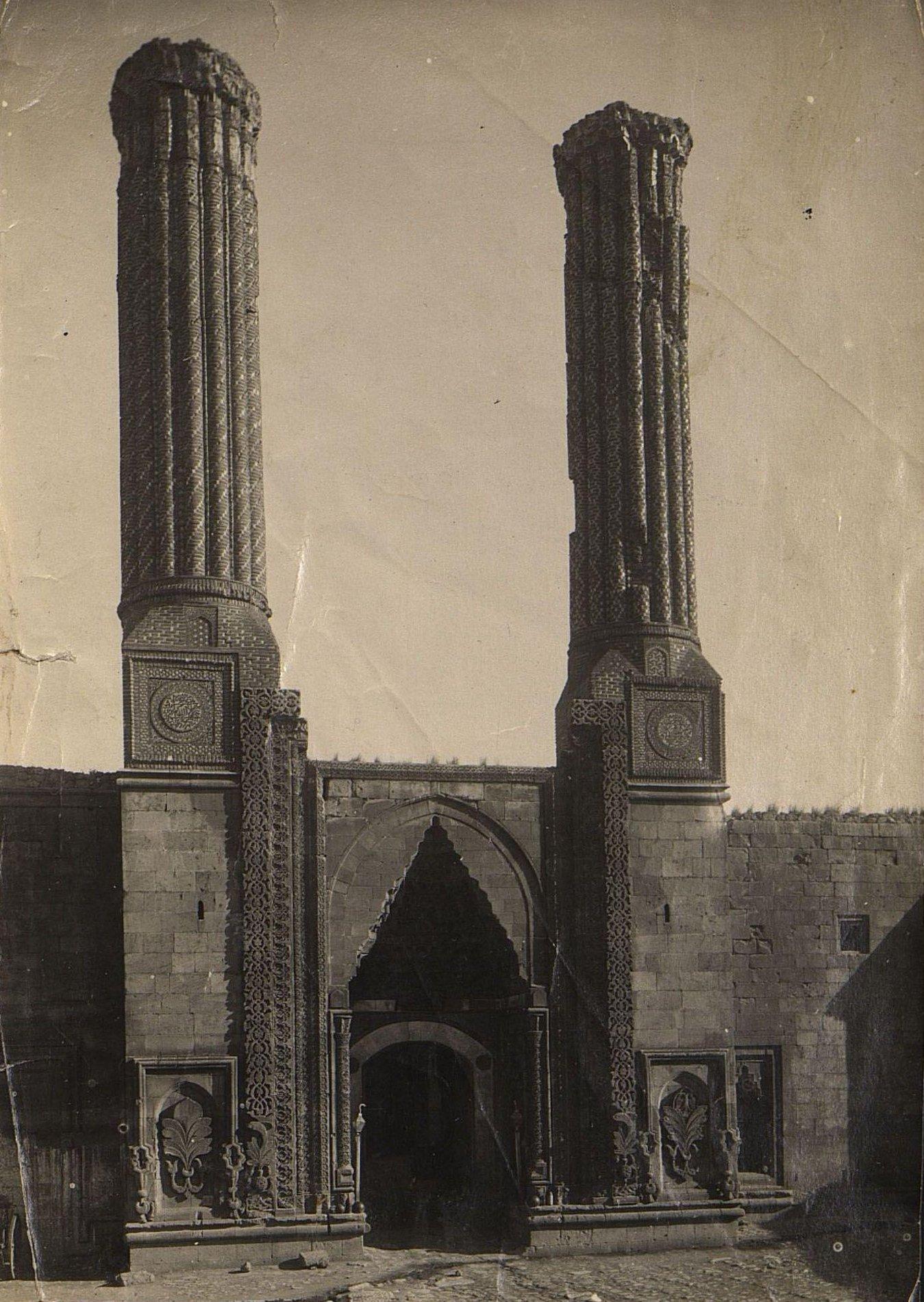 Эрзерум. Входные ворота в мечеть