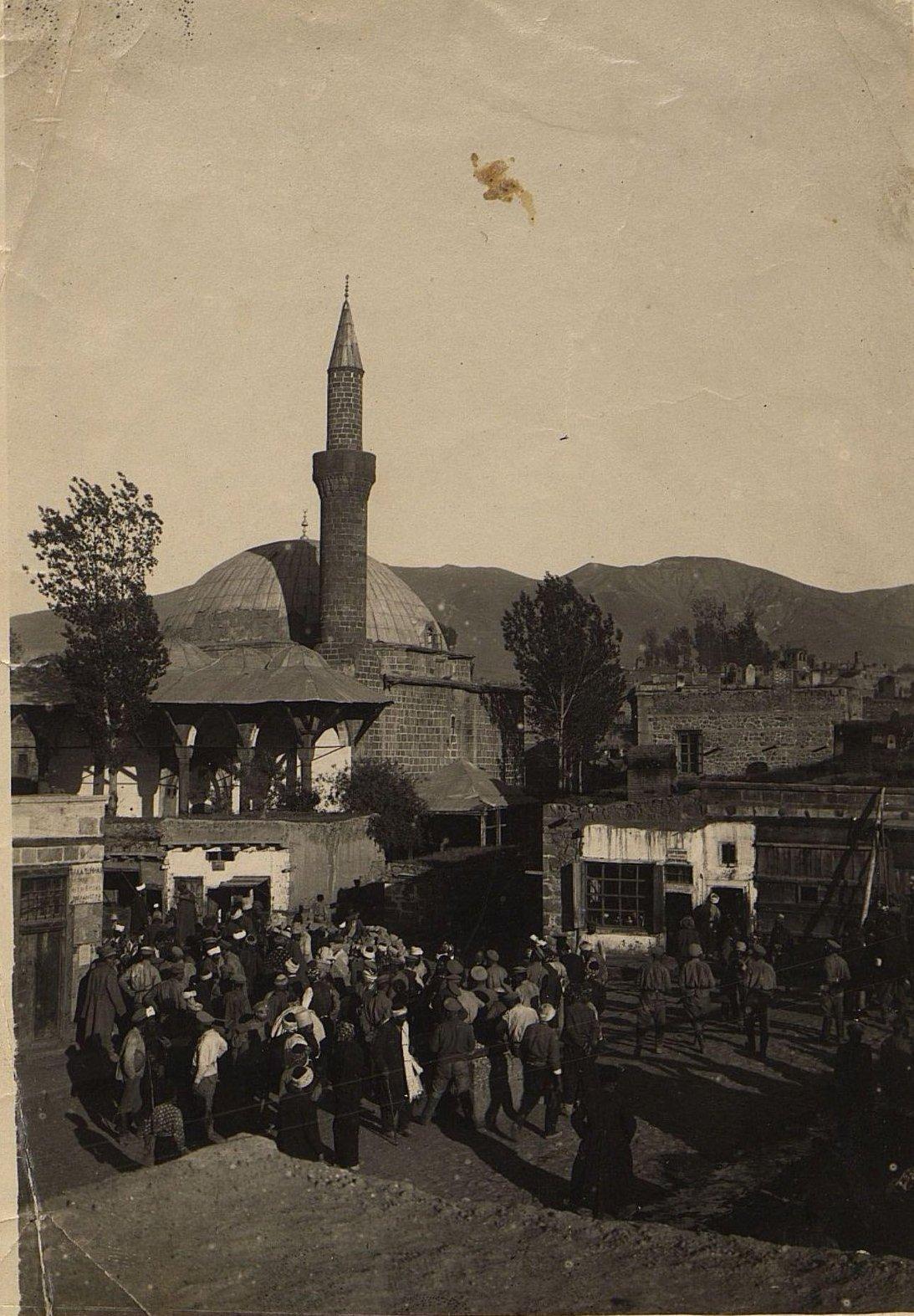 Эрзерум. Рынок перед мечетью