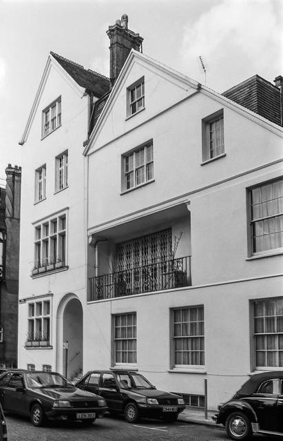 Hans Crescent, Knightsbridge, Westminster, 1988 88-3e-22-positive_2400