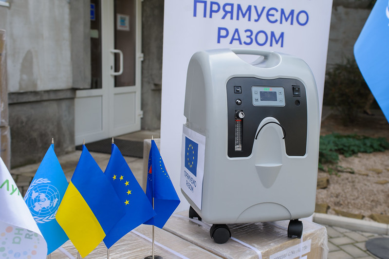 EU and UN transfer special oxygen equipment for treating COVID-19 to medical facilities in Luhansk Oblast, 28 August 2020