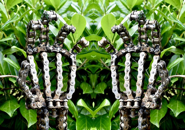 Chain Hands