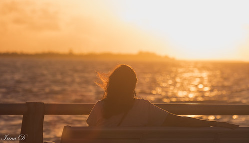 sunrise ocean sea water golden light sky woman bench pier keywest peaceful contemplation nature sun yellow orange digital art 2020 vacation bokeh wind tranquility hbm view shimmer outstandingromanianphotographers canon