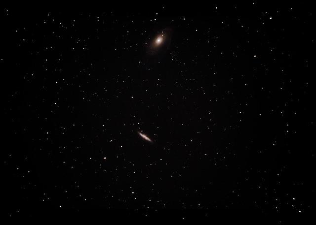 VCSE - A felvétel 130/650-es Newton-távcsővel, Canon 600D fényképezőgéppel készülta z M81-82 galaxispárosról, 63db 15 sec-es és 19db 30 sec-es objektumképpel, és sötétkép, illetve mezősimító képek alkalmazásával - Román Dávid