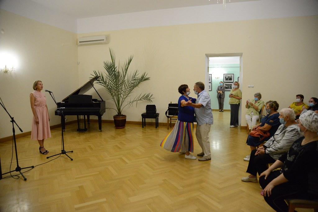 Военные песни в исполнении фольклорного коллектива музея