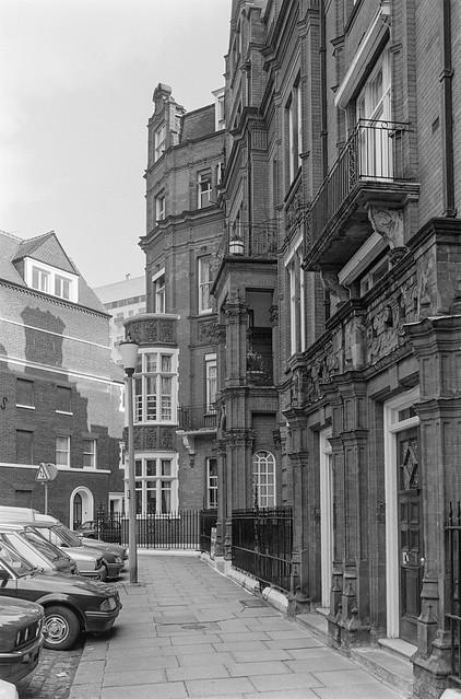 Hans Place, Knightsbridge, Kensington & Chelsea, 1988 88-3f-56-positive_2400