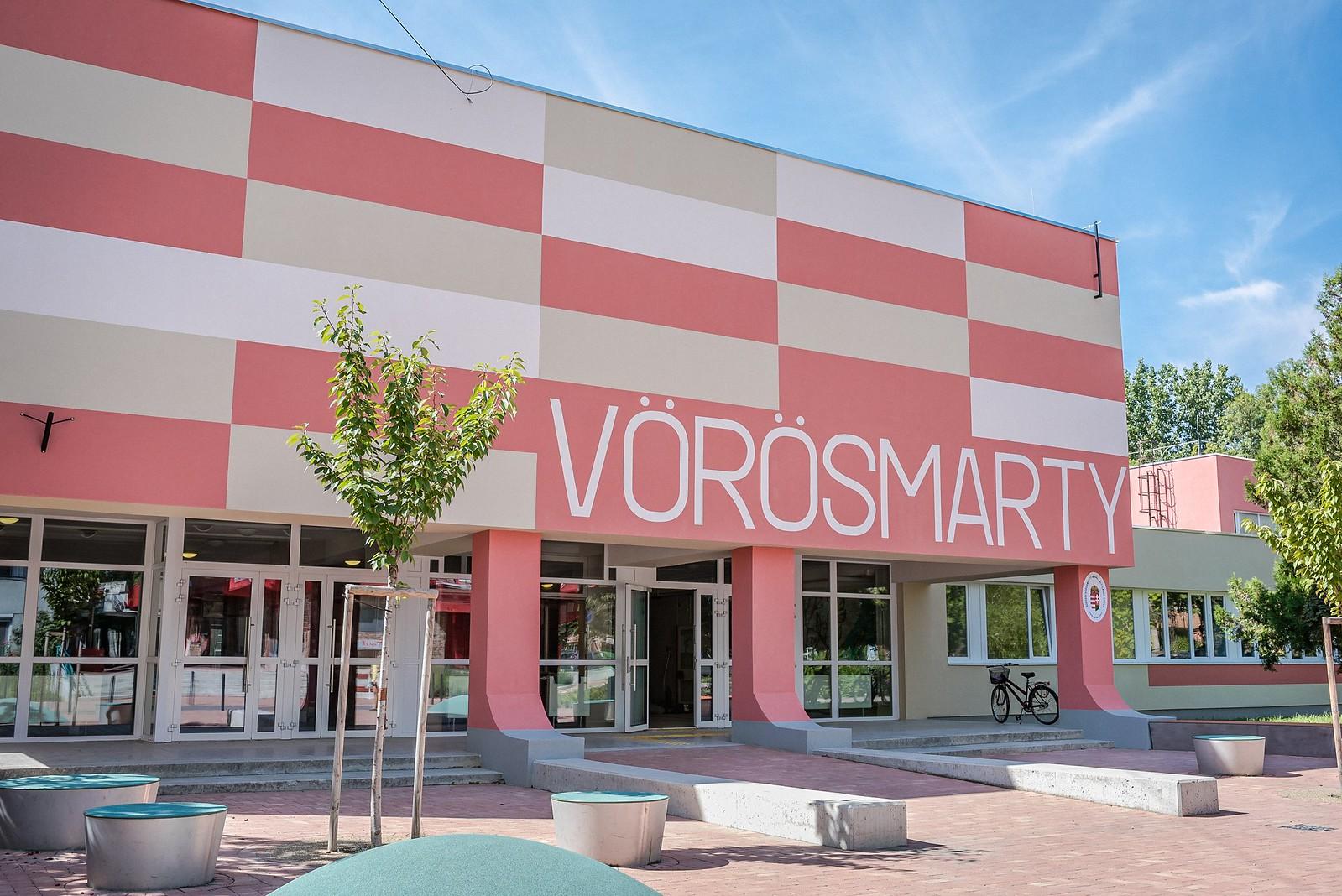 Elég klasszul fest a felújított Vörösmarty iskola