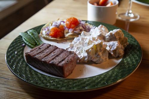 Grillad tonfisk med potatis- och tångkaviar