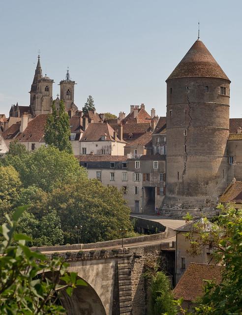 Semur-en-Auxois :Petite Ville en Morvan, France  (explored)