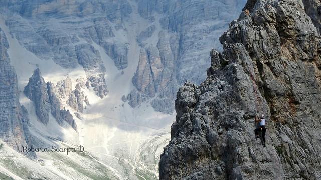Scalatrice sulle 5 torri-Cortina Italy