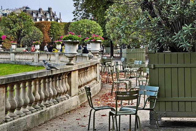 Luxembourg Gardens: Balustrade