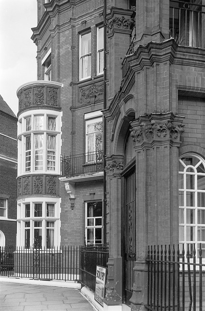 Hans Place, Knightsbridge, Kensington & Chelsea, 1988 88-3i-66-positive_2400