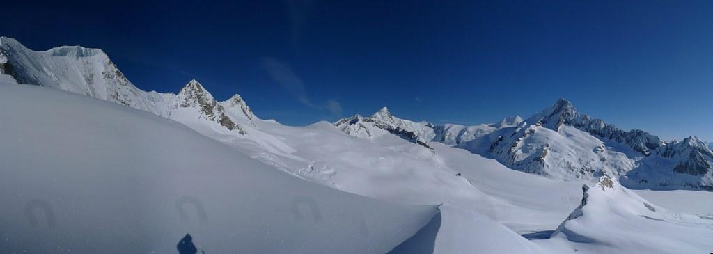 Gross Grünhorn Berner Alpen / Alpes bernoises Schweiz foto 01