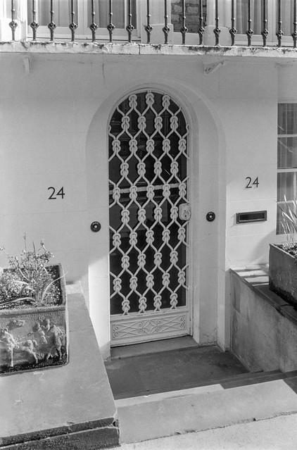 Wilton St, Belgravia, Westminster, 1988 88-3m-54-positive_2400