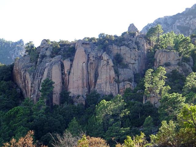 Vue de la falaise depuis le virage de départ sur la piste de Luviu