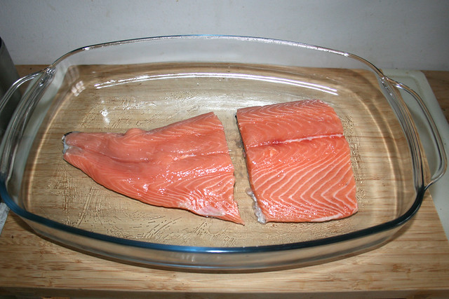 14 - put in salmon filets / Lachfilet einlegen