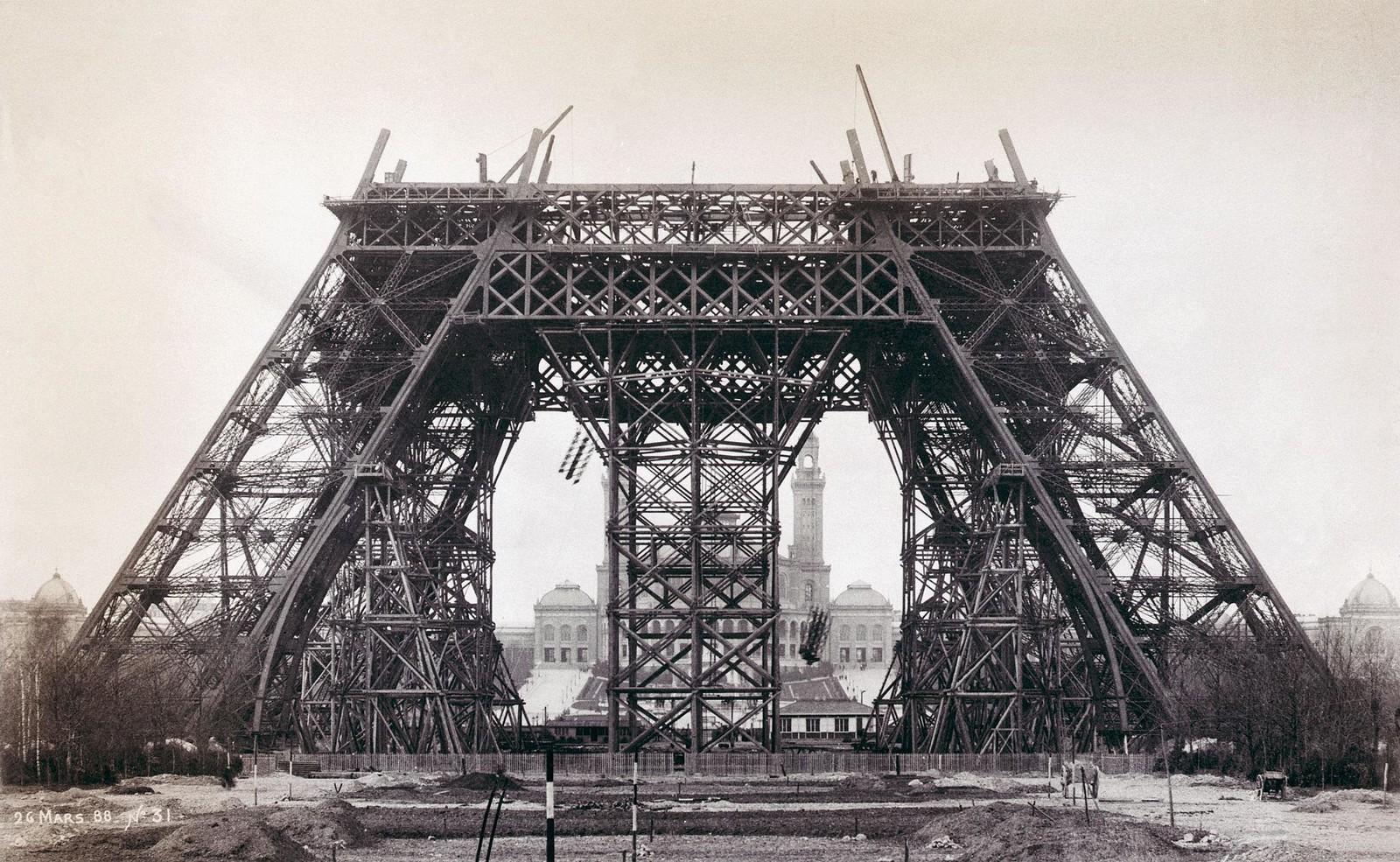 04. 1888. 26 марта.  Эйфелева башня во время строительства
