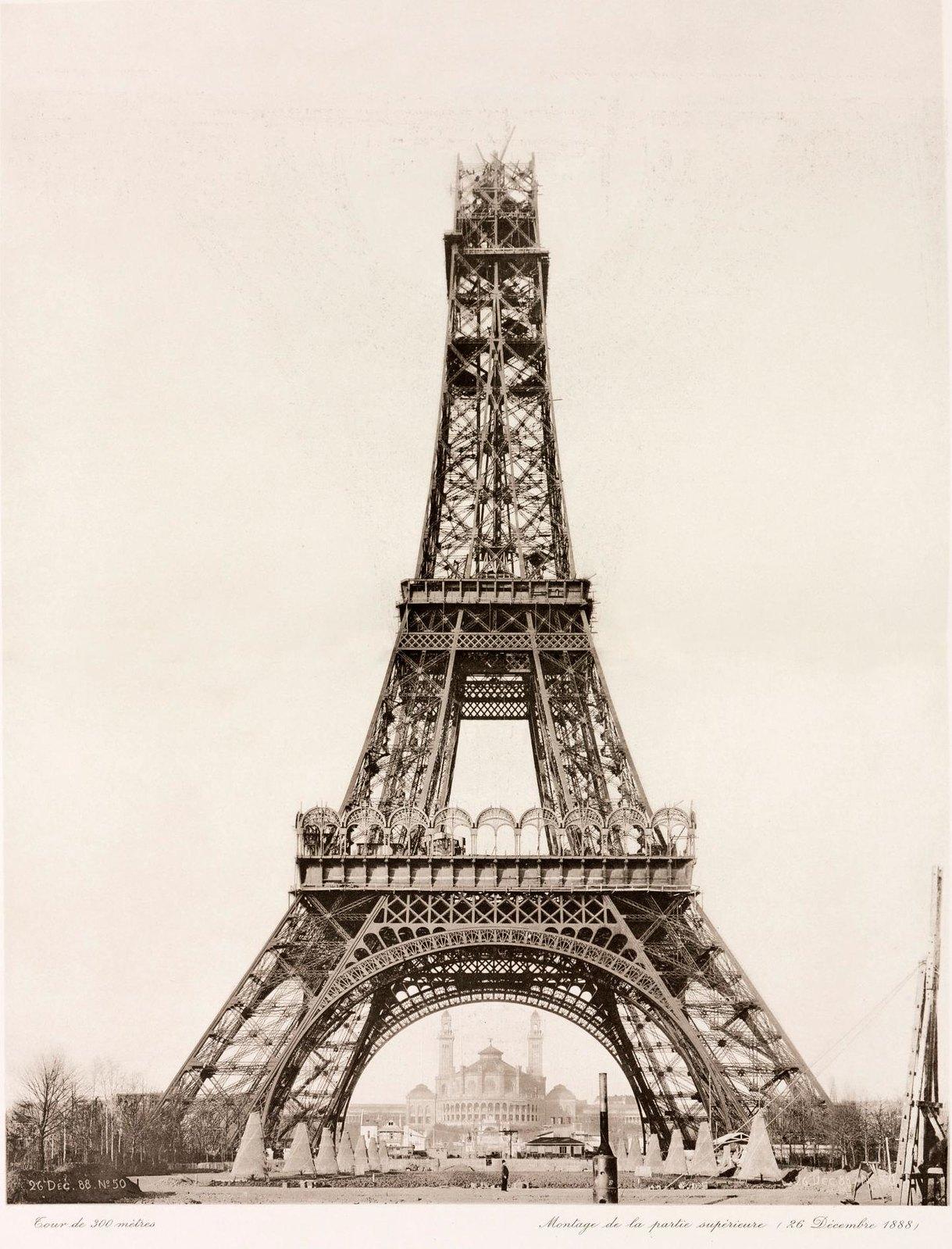 17. 1888. 26 декабря. Возведение верхней части Эйфелевой башни