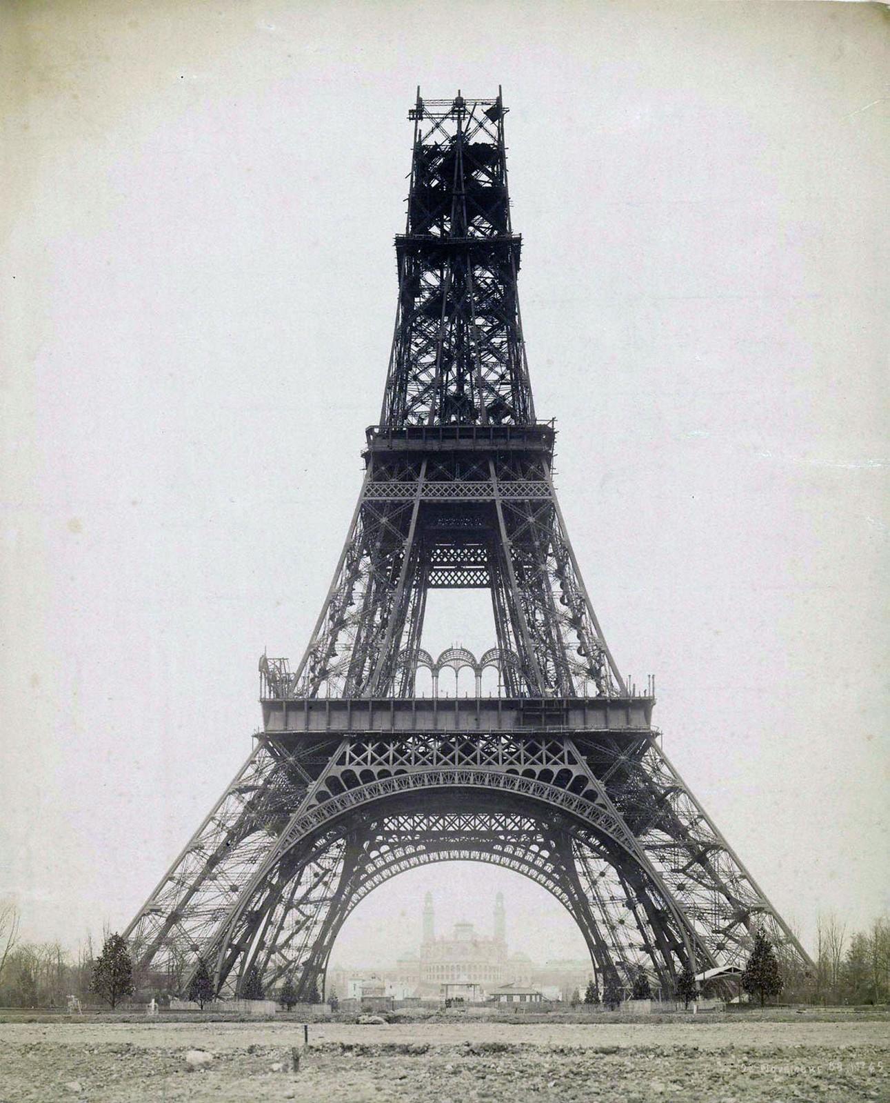 16. 1888. Строящаяся Эйфелева башня