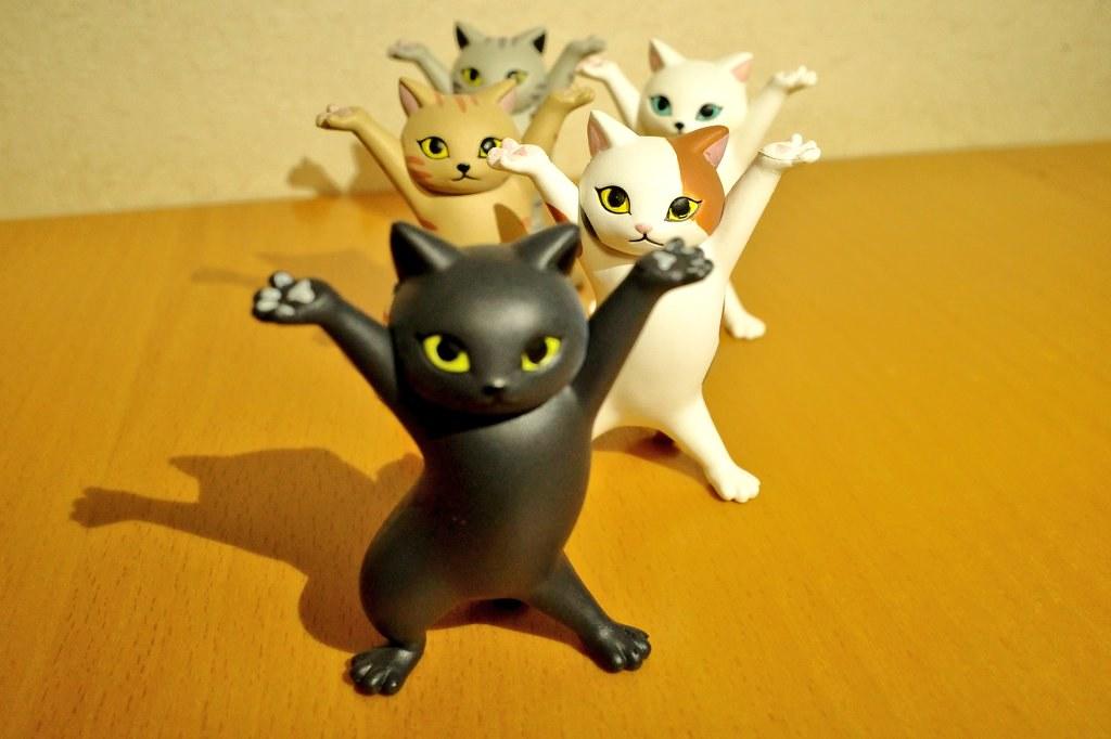 Qualia 大好評「貓咪置筆架2」轉蛋魔性再登場~什麼都幫你扛起來!