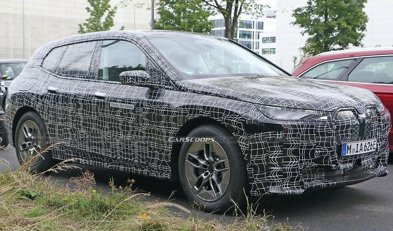 2022-BMW-iNext-spy-shots-4