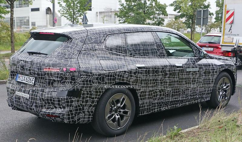 2022-BMW-iNext-spy-shots-6