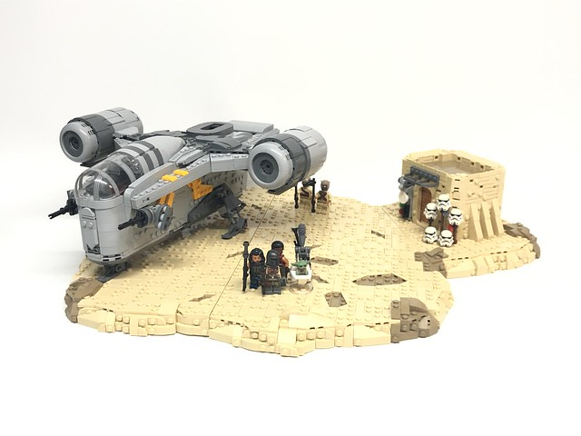 LEGO The Mandalorian Razor Crest Tatooine Display MOC