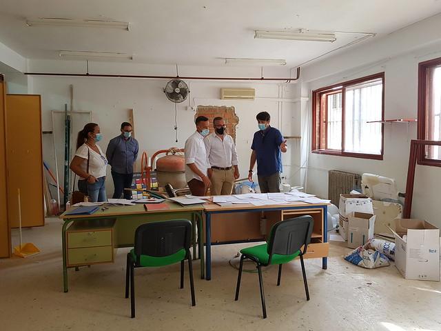 Alcalde visita obra col Pablo Ruiz Picasso - Los Palacios y Vfca