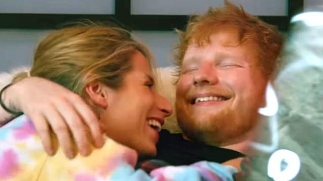 Ed Sheeran &Amp; Cherry Seaborn Timang Anak Perempuan
