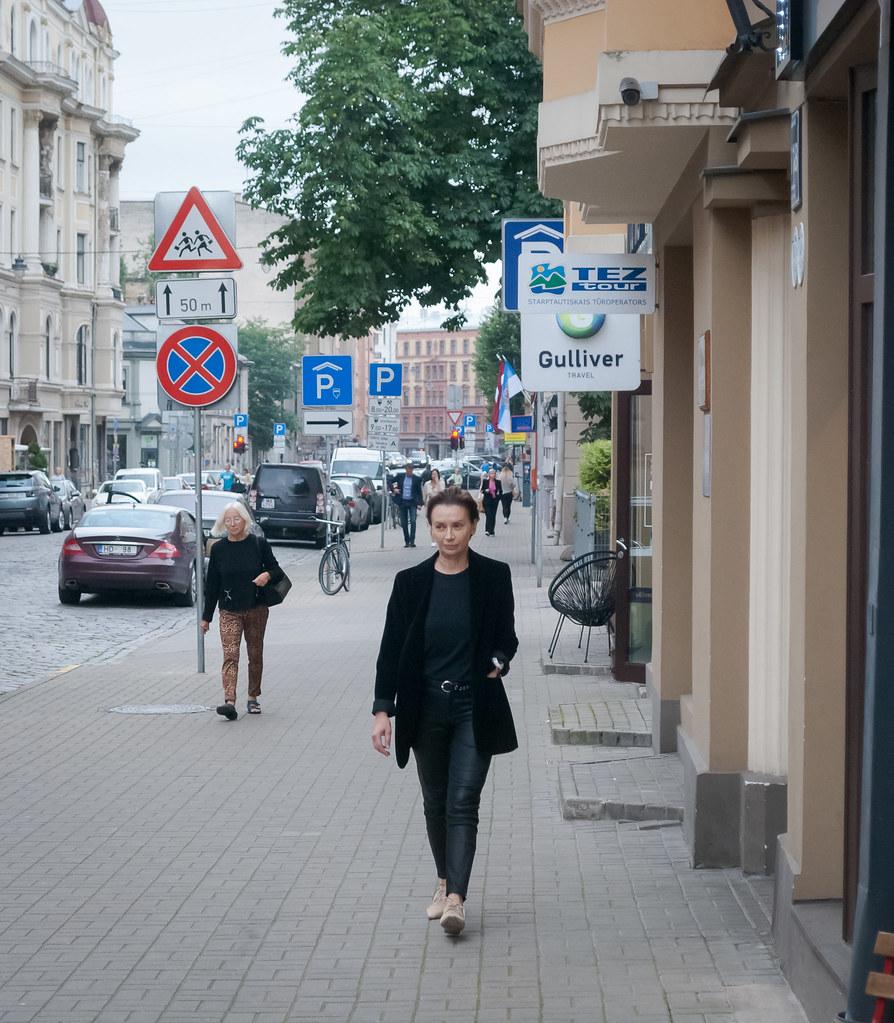 Great street candid 11:20:30 DSC_7693