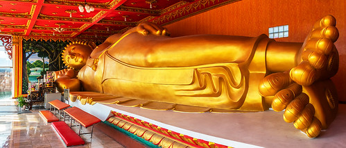 watkaengkhoi wat kaeng khoi reclining buddha golden gold 20metres length pasakriver pasak river saraburi thailand historic red yellow religion culture buddhism