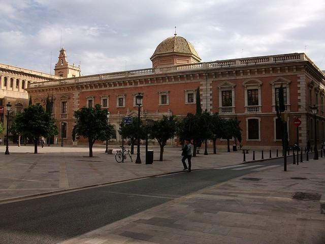 1280px-Edifici_de_La_Nau_des_de_la_Plaça_del_Patriarca_València