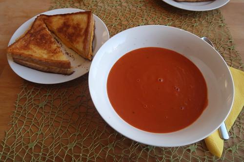 Tomatensuppe mit Grilled Cheese Sandwich (meine Portion)