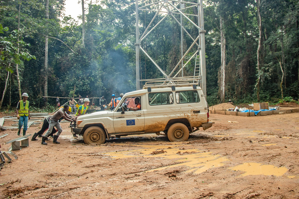 Construction of the Congoflux tower.