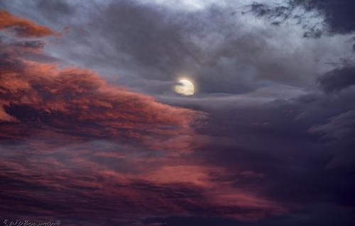 fullmoon buckmoon thundermoon rosemoon sunset cloudlayers lunasee lunaphile