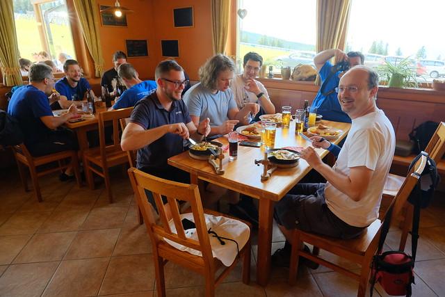 VCSE - Jó a hangulat ebéd közben - Fotó: Ágoston Zsolt