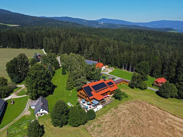 VCSE - Szálláshelyünk egy másik szemszögből, ugyancsak drónnal fényképezve - Fotó: Ágoston Zsolt