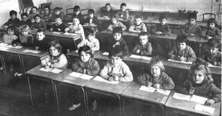 Une école maternelle à Orgelet dans les années 1960